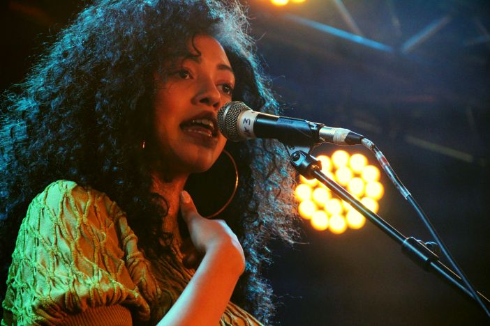 Mahalia, Spiegeltent, photo by Jon Southcoasting