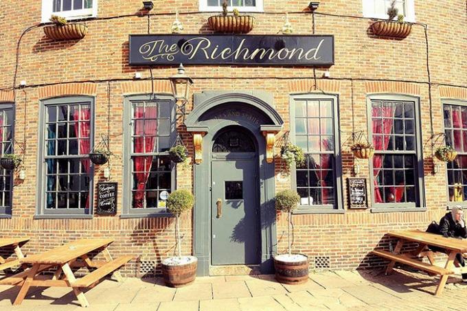 The Richmond Bar | Brighton Source